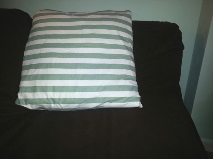 Green-cushion-cover-front